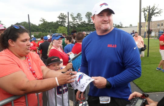 Longtime Bills defensive lineman and fan favorite Kyle Williams signs autographs while visiting training camp.