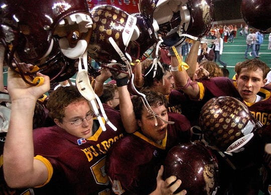 De Smet celebrates following its victory over Avon in the 2003 Class 9A state championship game.