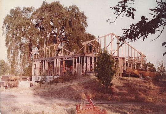 Building the Lovett's home in 1983. In the background is the giant oak tree that Quaker Oaks Farm is named for.