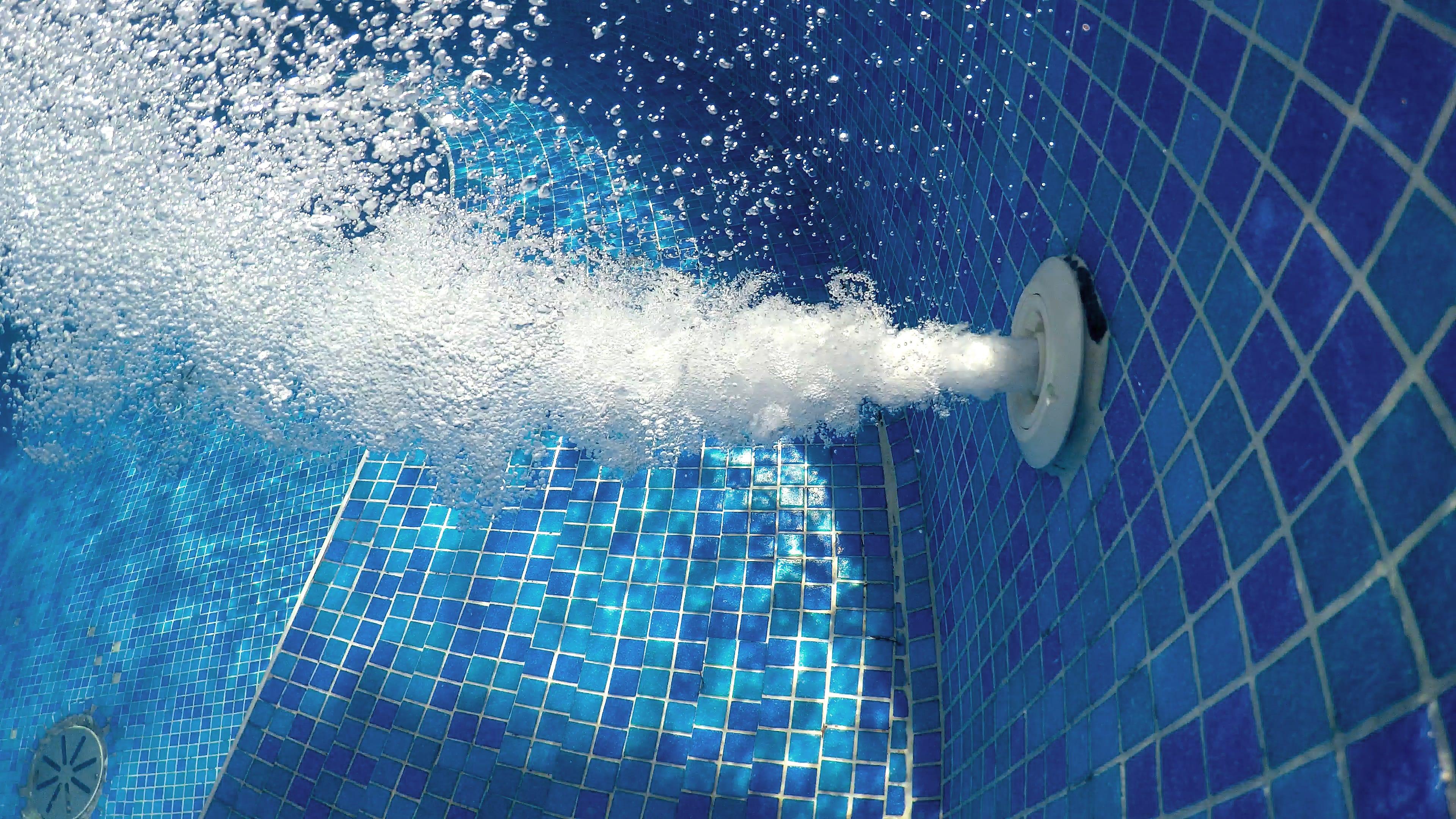 Şase lucruri despre piscină şi jacuzzi pe care trebuie să le ştii