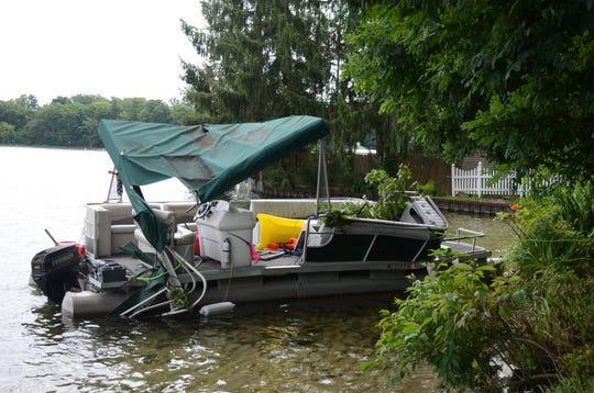 The damaged pontoon.