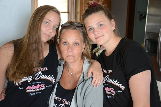 Alesha Stout  with daughters,  Austin, 16, left, and Aly, 14.