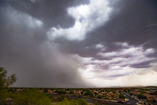 Una tormenta monzónica pasa por la ciudad de Mesa, el 30 de julio de 2019.