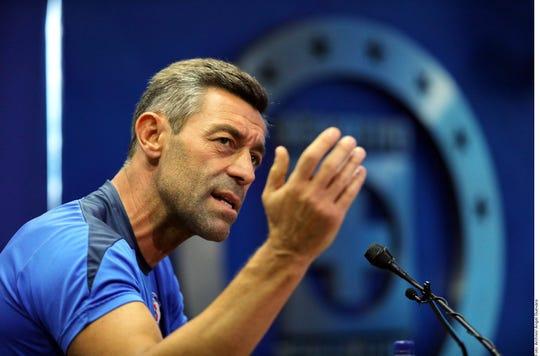 Pedro Caixinha, entrenador de Cruz Azul.