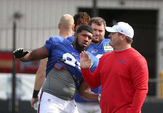 Longtime Bills defensive lineman Kyle Williams works with rookie and top draft pick Ed Oliver during training camp.