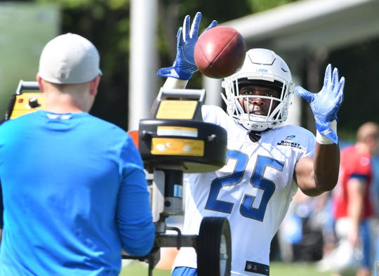 Former Lions running back Theo Riddick reportedly will join the Denver Broncos.