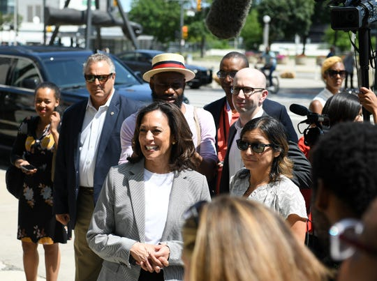 California Sen. Kamala Harris watches SecurAmerica security officer Delores McDaniel, not shown, return to work at One Woodward Avenue in Detroit.