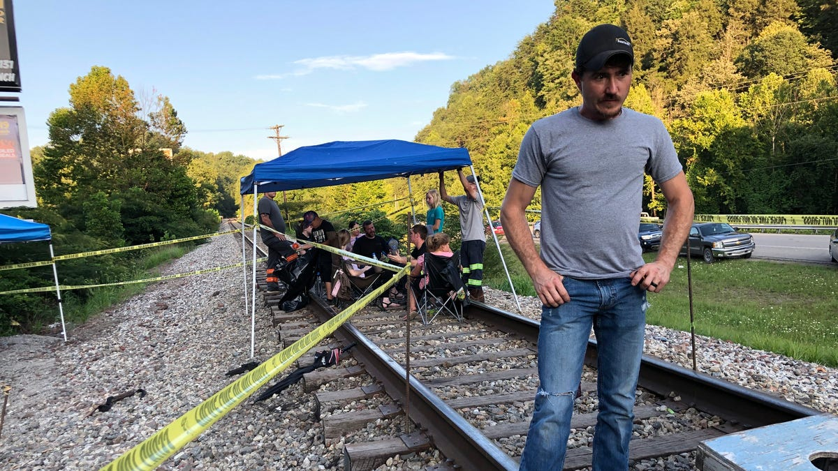 Kentucky coal protest: Laid-off Harlan County miners