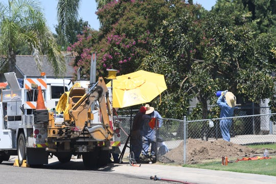 SolCalGas crews are working to fix a natural gas leak at Crenshaw Street and Walnut Avenue.