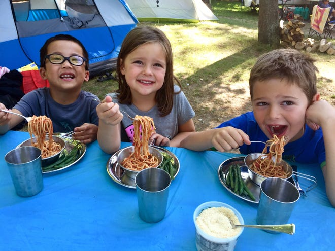 Spaghetti and green beans are an easy way to fill hungry young tummies when camping.