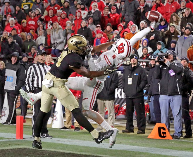 Wisconsin wide receiver Danny Davis III  stretches to pull in a touchdown catch against  Purdue  cornerback Antonio Blackmon in 2018.