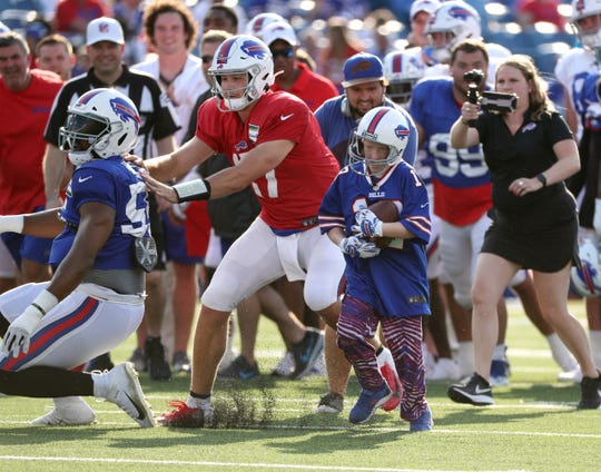 Will Lucas enjoyed a great moment Friday night as a special guest of the Bills. He took a handoff from Josh Allen and ran for a touchdown as the Bills began their practice at New Era Field.