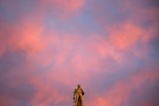 Sunset over the Oregon State Capitol in Salem.