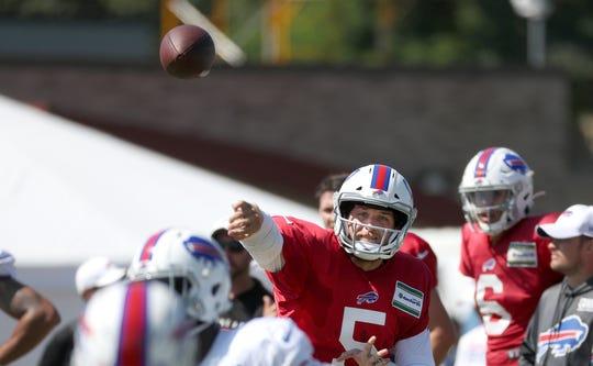 Bills quarterback Matt Barkley steps into this throw.