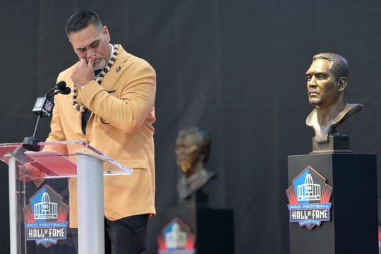 Former NFL player Kevin Mawae pauses as he speaks during the induction ceremony at the Pro Football Hall of Fame, Saturday, Aug. 3, 2019, in Canton, Ohio.