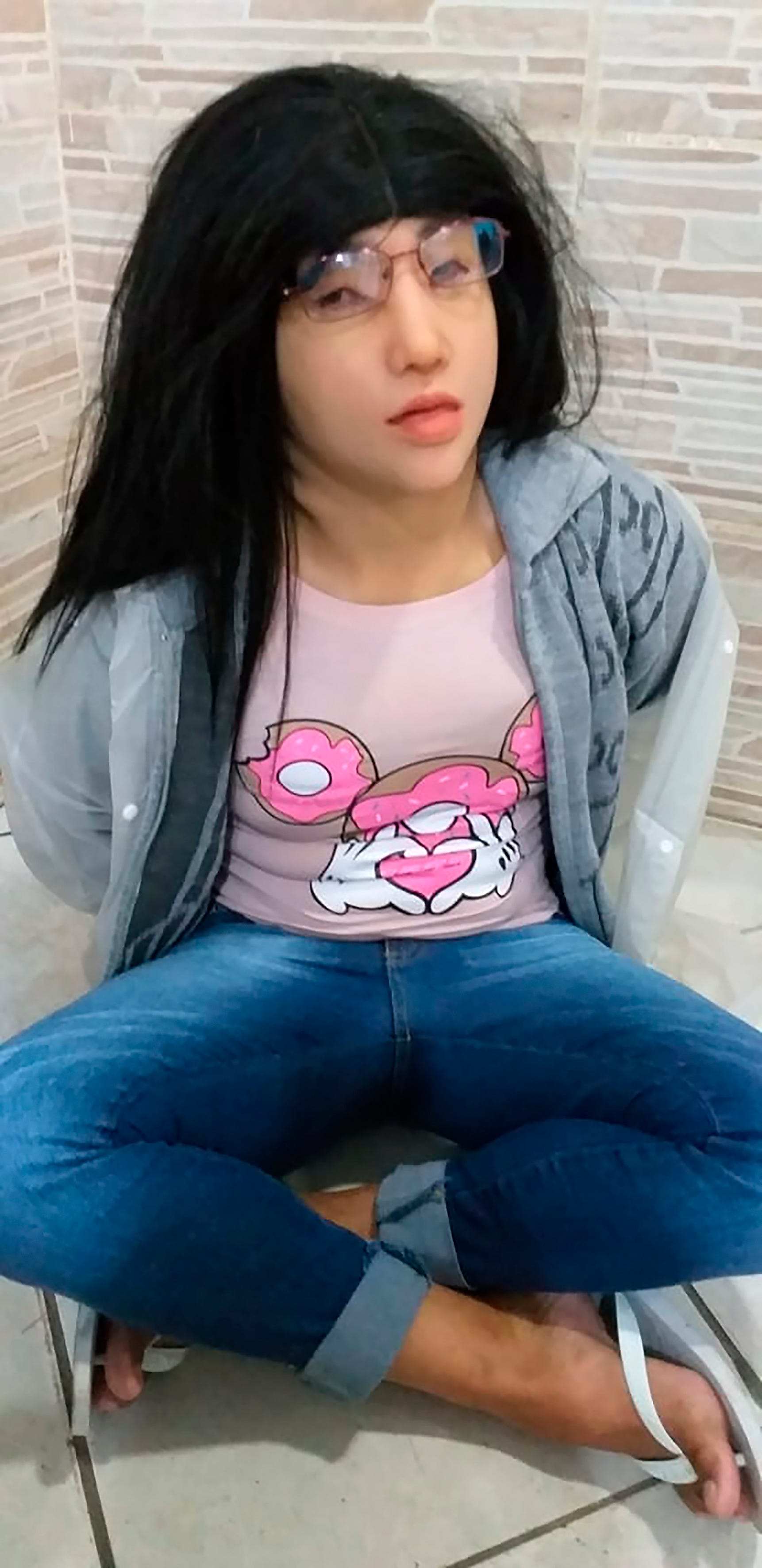 A Brazilian gang leader dressed up as his 19-year-old daughter to escape from prison. It didn't work