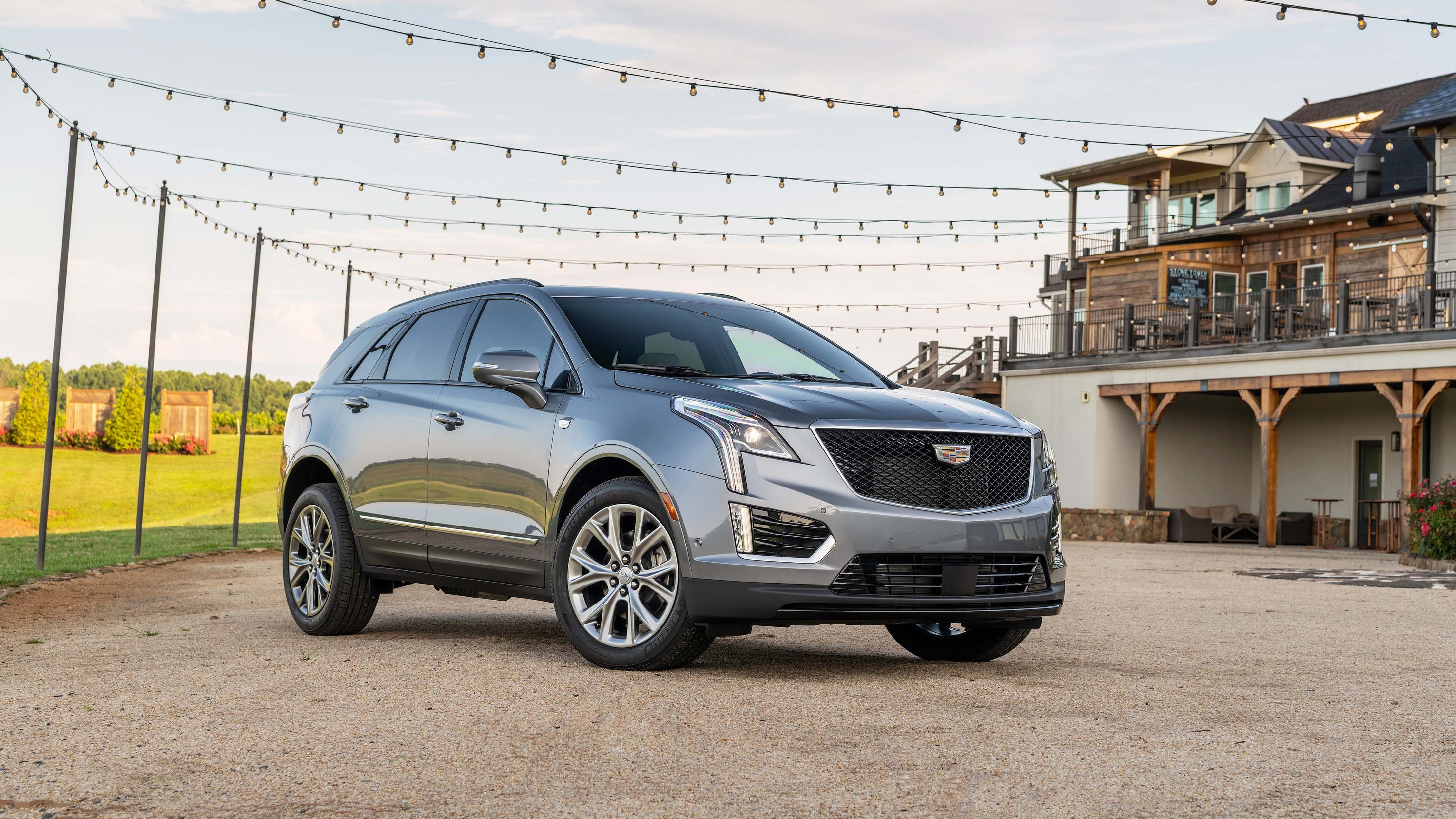 Cadillac's best-selling XT5 x-pands its capability