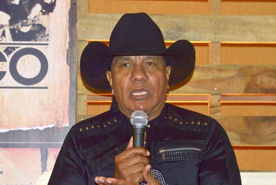 Lupe Esparza, líder de Bronco, expresó sus condolencias por las víctimas del tiroteo en El Paso, Texas.