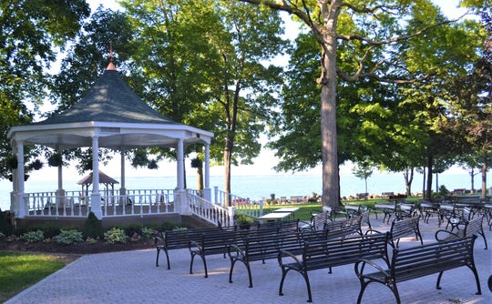 Lakeside's Steele Memorial Bandstand/Gazebo, which was built in 1979, has been a scenic venue for innumerable weddings and concerts. Recent improvements include a new seating area and new benches.