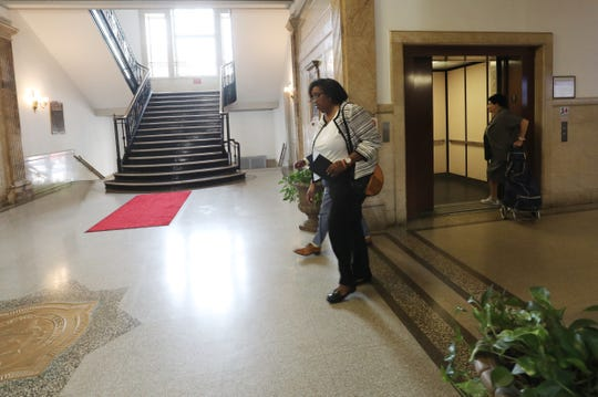 Lisa Copeland arrives at Mount Vernon City Hall for talks in the mayor's office with Andre Wallace on Monday, Aug. 5, 2019.