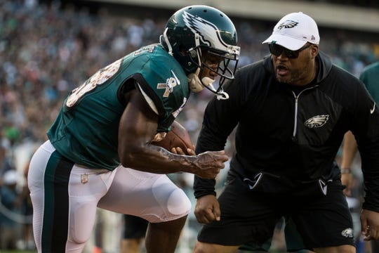 Eagles' Darren Sproles (43) goes through a drill during open practice Sunday night at Lincoln Financial Field.