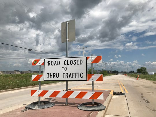Road closed sign in Little Chute