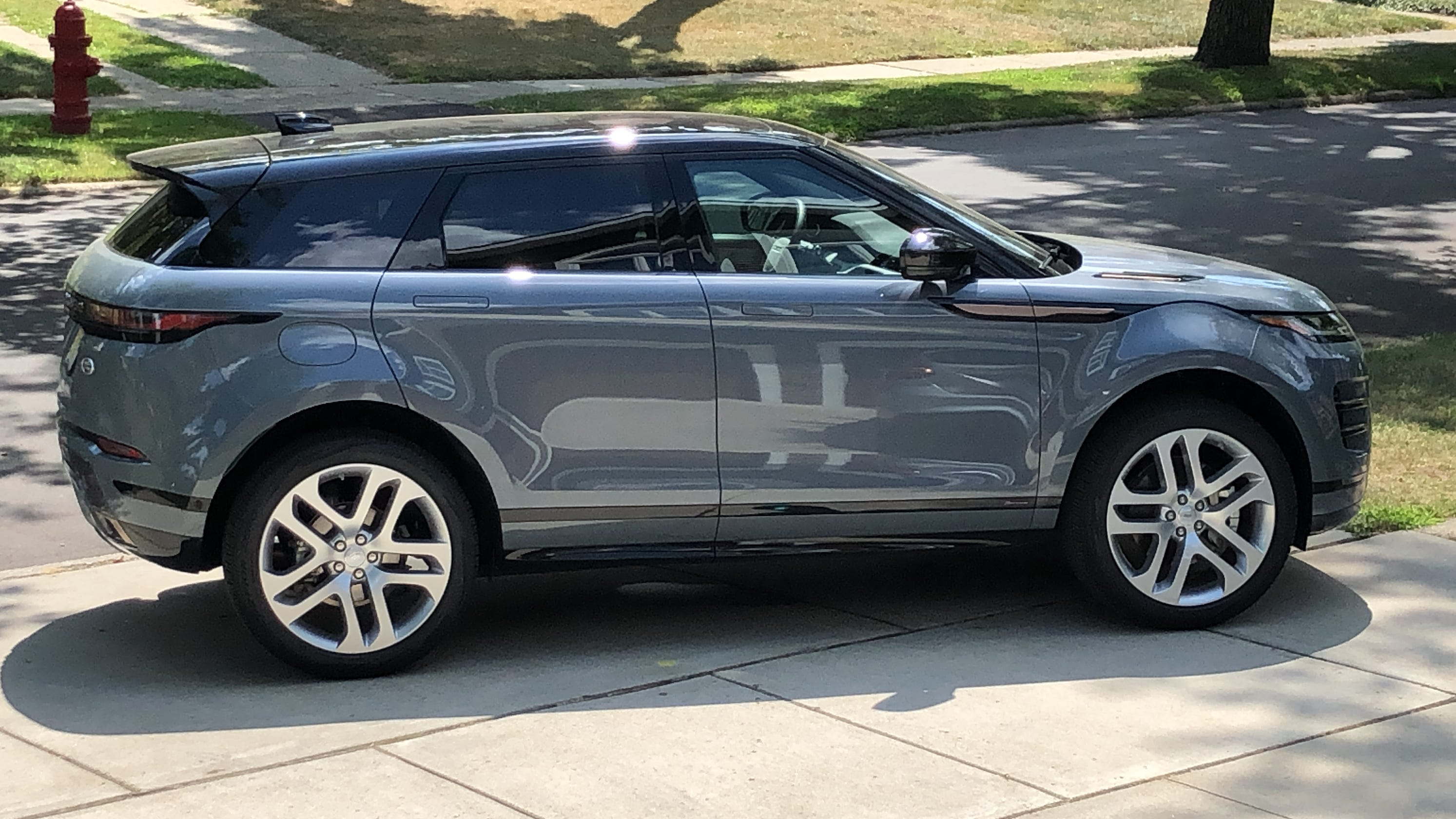 pricey-2020-range-rover-evoque-suv-nails-the-look-and-feel-but-has-maddening-oversight