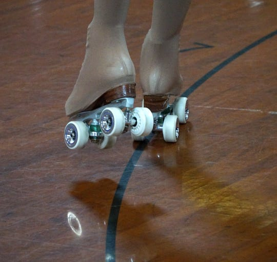 Roller skating competitions require their skaters to adhere to eliptical patterns painted in the floor and change direction and go from one skate to another at precise moments.
