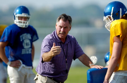 O'Gorman coach Steve Kueter guided the 1988 team to a Sioux Interstate Conference title and Class 11AA state championship.