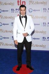 David Zepeda estuvo 10 años trabajando como exclusivo en Televisa, donde consolidó su carrera como protagonista de telenovelas, antes, había trabajado durante 10 años en TV Azteca.