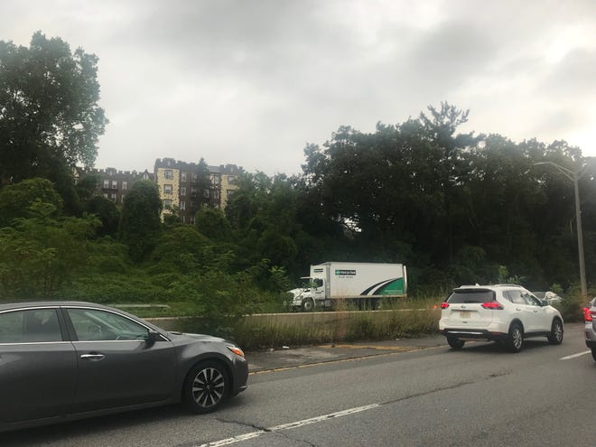 This truck hit the overpass while going southbound on Bronx River Parkway near the Cross County Parkway.