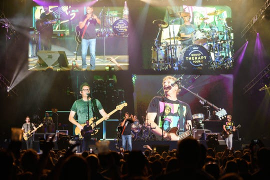 Hootie & the Blowfish perform on the Group Therapy Tour.