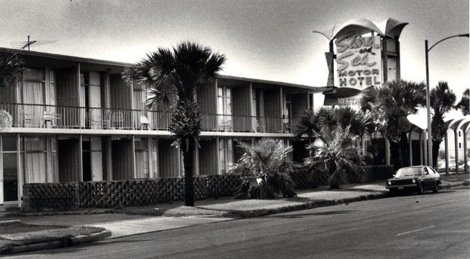 The Sand and Sea Motor Hotel at 1013 North Shoreline Boulevard in downtown Corpus Christi in July 1981. The property was renamed The Swan Inn in the mid '90s and torn down in early 1999.