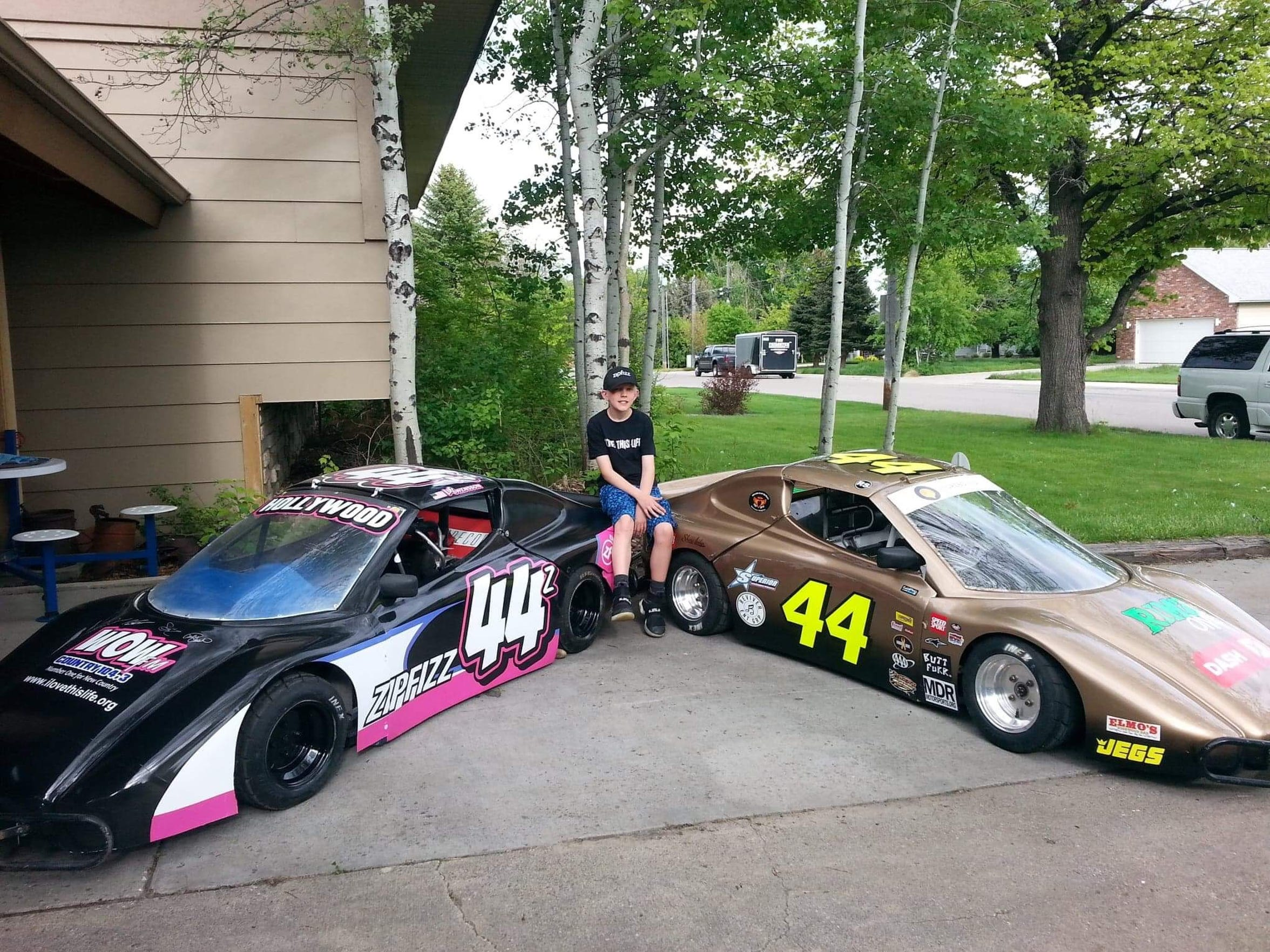 Luc Swensson with his two racing cars, both to honor the fight against cancer