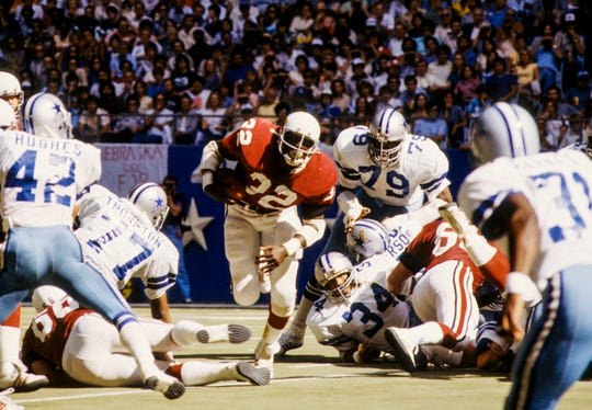 St. Louis Cardinals running back Ottis Anderson (32) runs with the ball during a game agains the Dallas Cowboys on Oct 21, 1979.