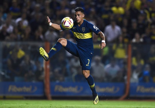 BUENOS AIRES, ARGENTINA - MARCH 29: Cristian Pavon of Boca Juniors control the ball during a match between Boca Juniors and Banfield as part of Superliga 2018/19 at Estadio Alberto J. Armando on April 1, 2019 in Buenos Aires, Argentina. (Photo by Marcelo Endelli/Getty Images)