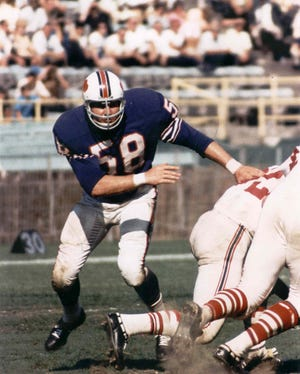 Mike Stratton, who played linebacker for the Bills from 1962-72, died Tuesday.