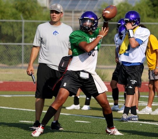 City View's Isaiah Marks passes during a drill Wednesday, Aug. 7, 2019, on the City View football field.