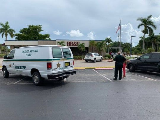 Lee County Sheriff's deputies and crime scene investigators are investigating a bank robbery at BB&T on McGregor Boulevard in west Fort Myers on Friday afternoon, Aug. 9, 2019.