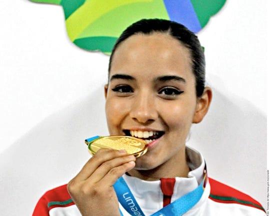 Paula Fregoso conquistó medalla de oro en Tae kwon do.