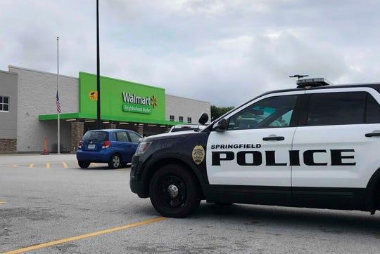 Policía de Springfield responde a un reporte de un hombre armado en una tienda Walmart de Missouri.