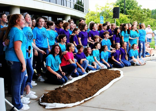 Members of Springfield Little Theatre sing before a groundbreaking ceremony for Mercy Kids ER Aug. 9, 2019, in Springfield, Mo.