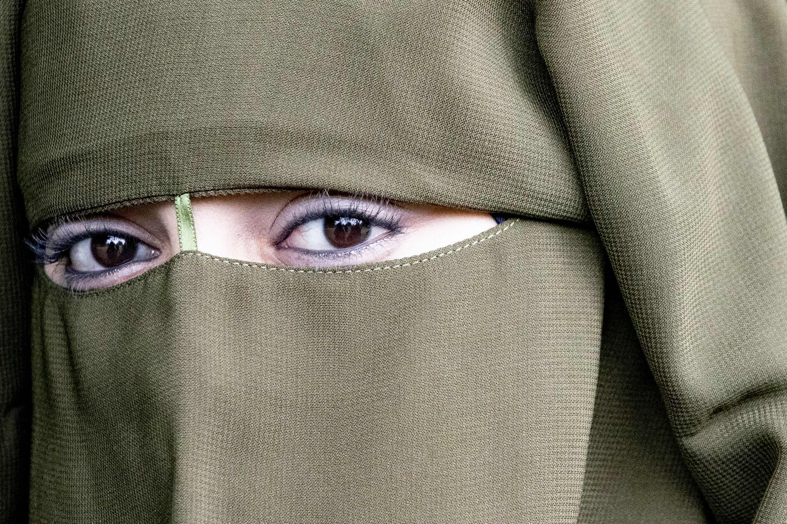 Fact Check Burqas And Niqabs Are Not Comparable To Face Masks