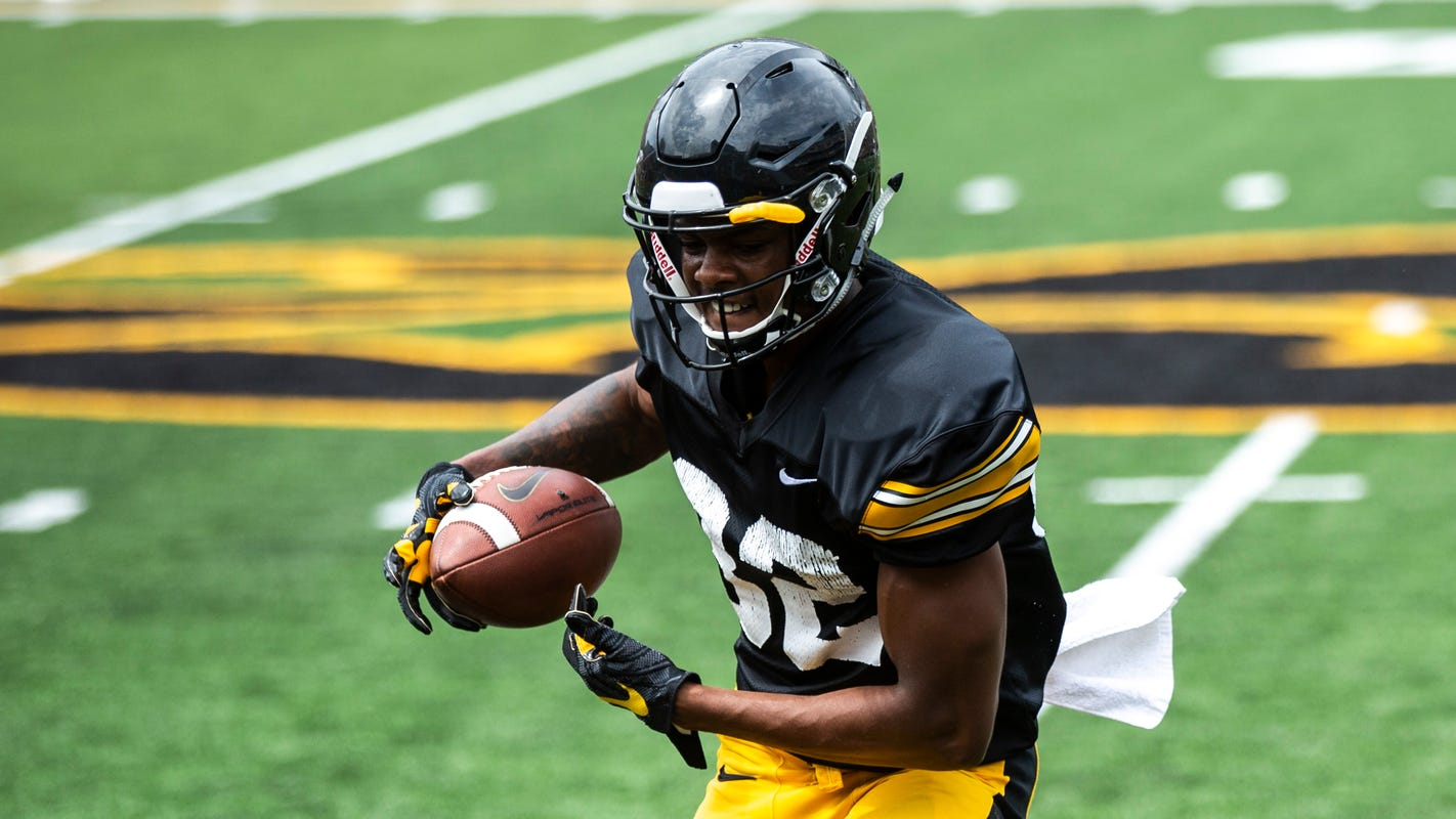 With Brandon Smith sidelined, Iowa football looks for new options in passing game
