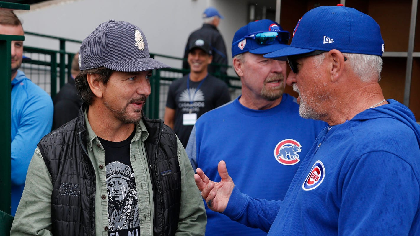 Pearl Jam's Eddie Vedder makes a stop at Principal Park to pick up some Iowa Caucus gear
