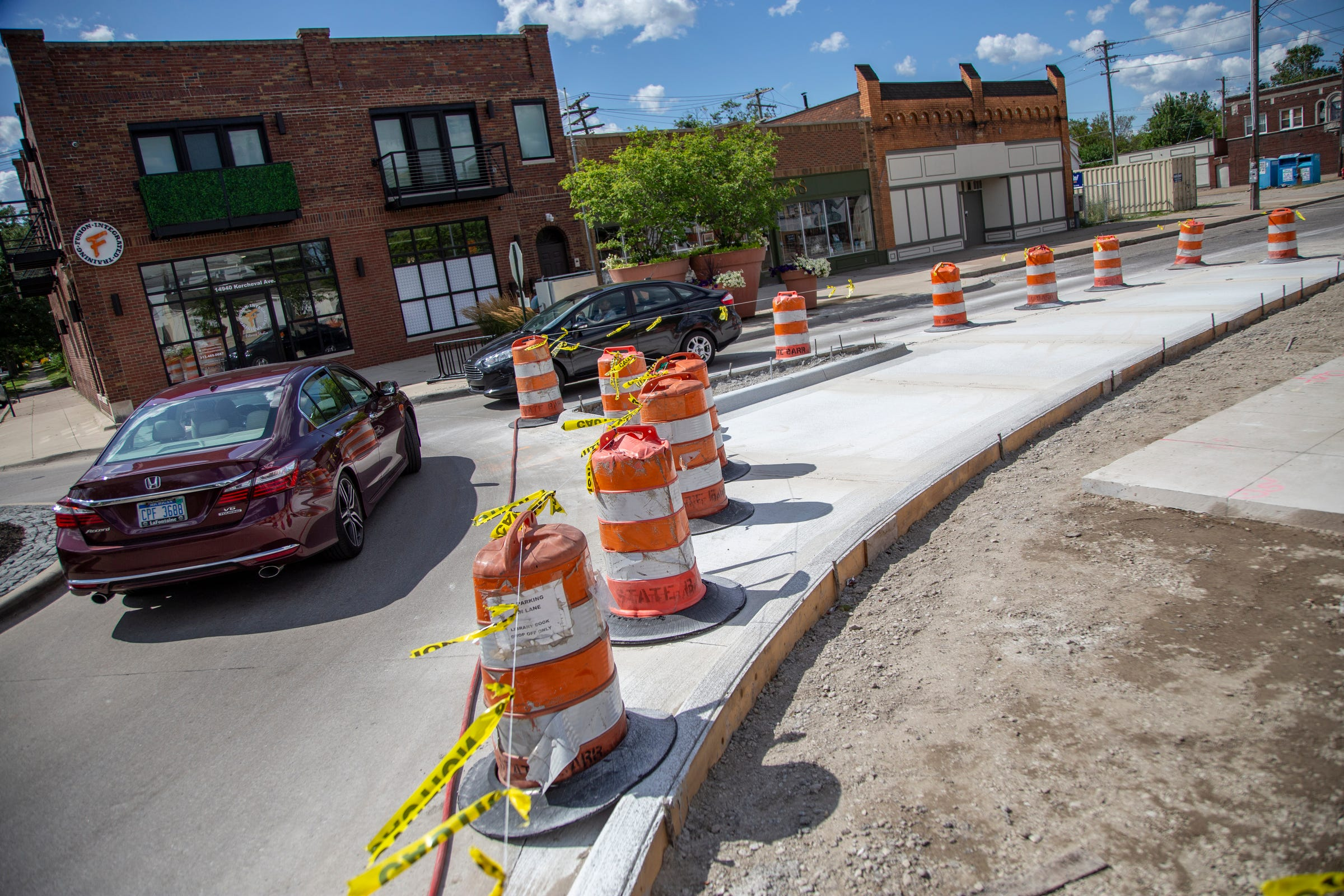 Grosse Pointe Park reopens Kercheval to 2 way traffic at border