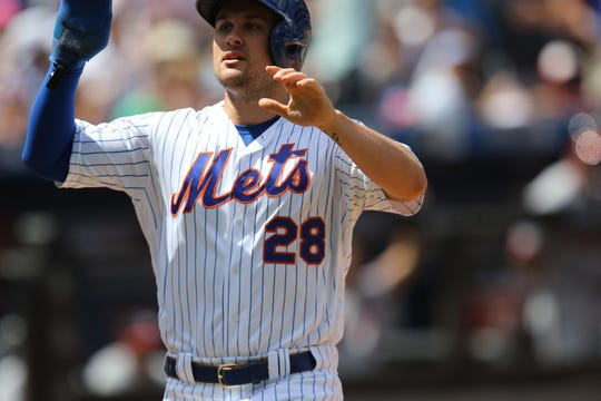 J.D. Davis scores the first run for the Mets. Sunday, August 11, 2019