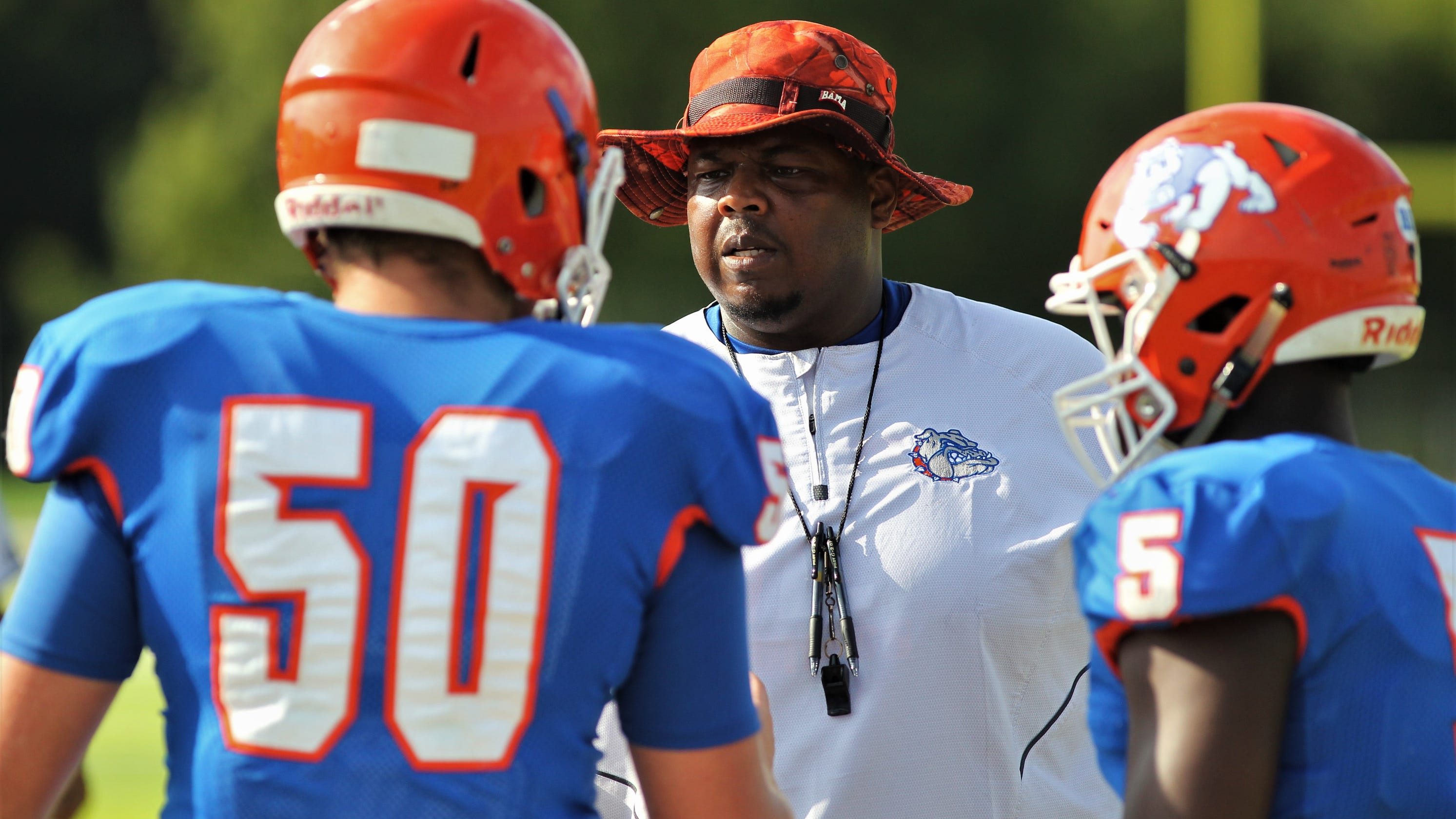Football: New HS coach in Florida quits after player protest