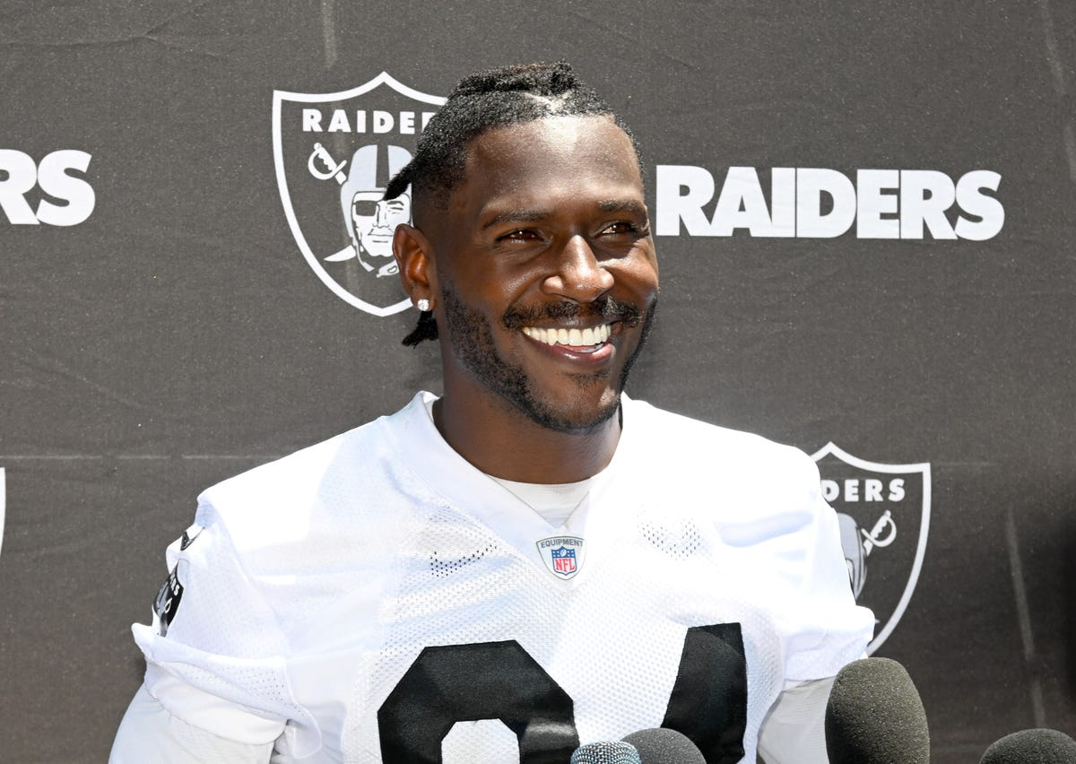 the latest b7add c9a0e Antonio Brown: Injury, helmet controversy lead to absence ...