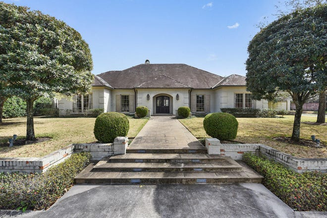 Greenbriar Estates mansion on the market for $2.5 million. The stately brick home was completely gutted and renovated in 2007. Now the home has expansive living areas, tall ceilings and hardwood floors in most rooms.